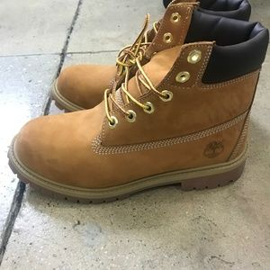 Timberland 6 inch boots like new 5.5